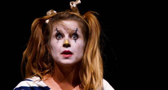 Tanztheater und Zirkus – die dumme Augustine